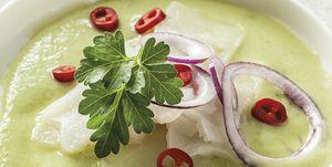 Aguacate y cilantro con carpaccio de besugo