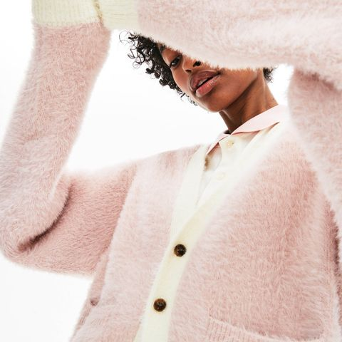 White, Skin, Outerwear, Pink, Fur, Neck, Sweater, Textile, Wool, Beige,