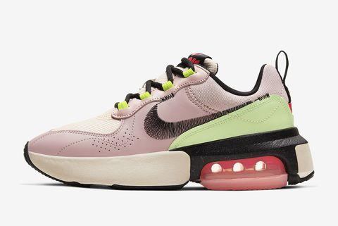 粉紅色綠色球鞋