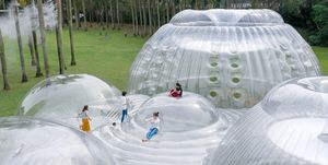 El pabellón inflable Air Mountain de Aether Architects