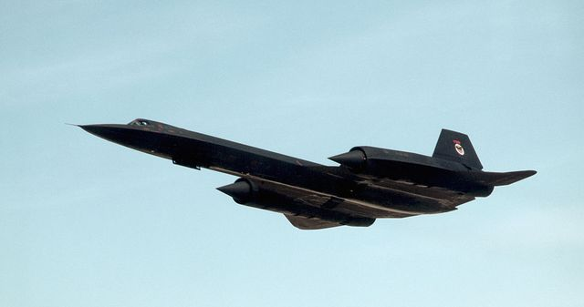 sr 71 reconnaissance plane in flight