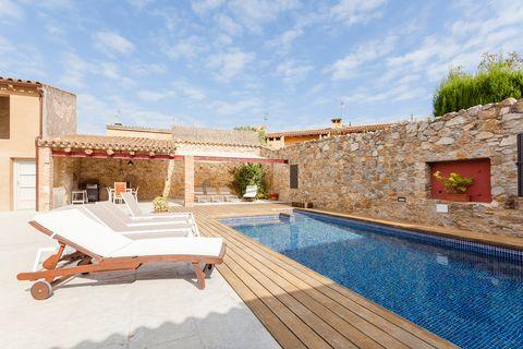 Airbnb con terraza y piscina en Pals, Cataluña
