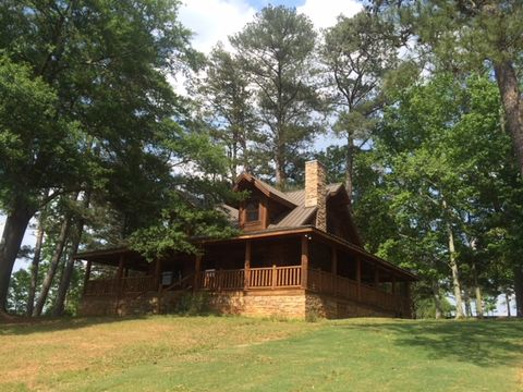Property, House, Home, Tree, Cottage, Building, Real estate, Log cabin, Roof, Grass,