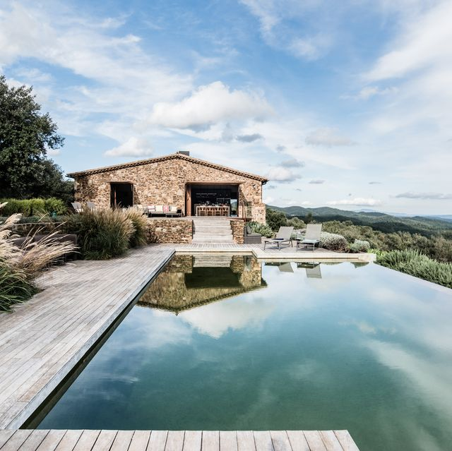 casa rústica con piscina infinity