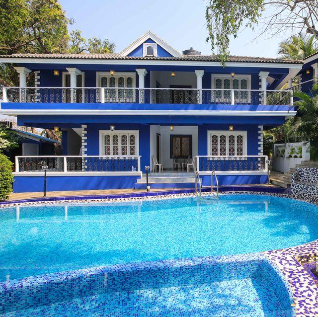 Airbnb decorado con el color 'Classic Blue' en la India