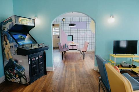 Alojamiento temático inspirado en los videojuegos arcade en Dallas
