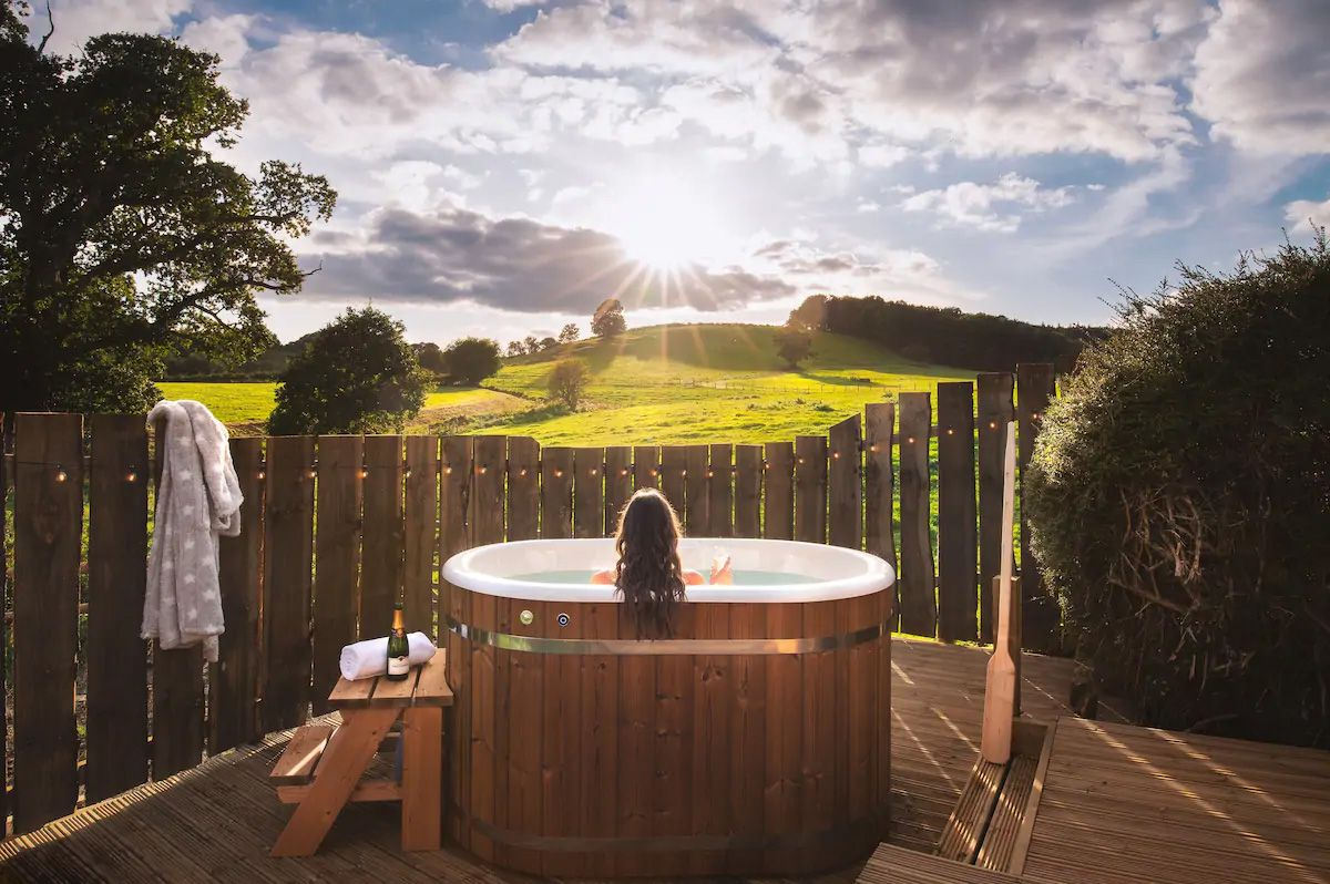 10 Of The Best Airbnbs With Hot Tubs