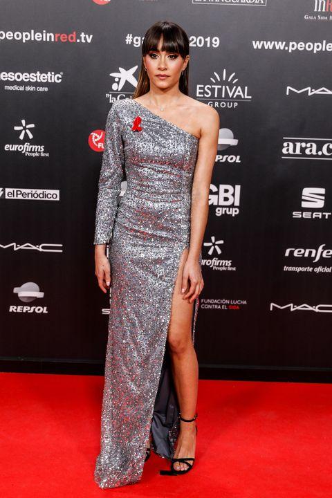 Red carpet, Clothing, Shoulder, Dress, Carpet, Fashion model, Premiere, Flooring, Fashion, Joint,