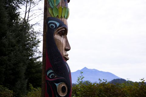 Totem, Totem pole, Sculpture, Art, Artifact, Tree, Chainsaw carving, Outdoor structure, Nonbuilding structure, Fictional character,