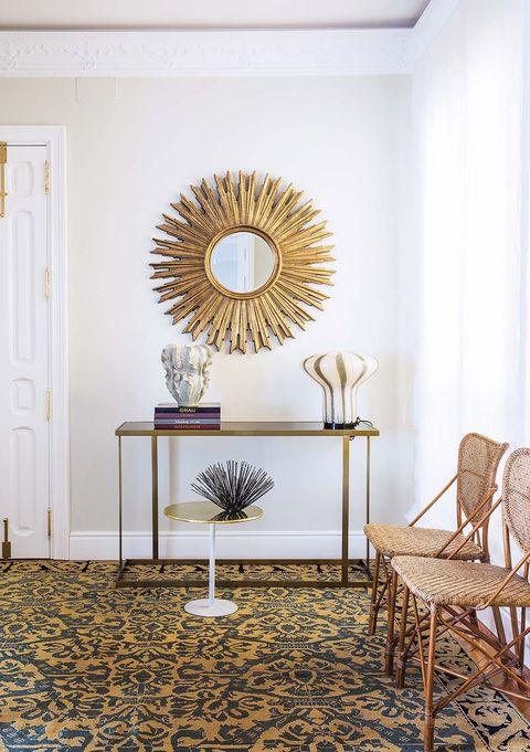 espejo tipo sol con marco dorado
