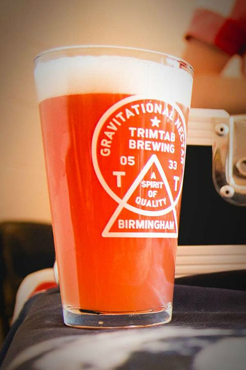 Drink, Pint glass, Orange, Drinkware, Beer glass, Beer, Cup, Cup, Pint,