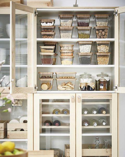 Alacena con recipientes de alimentos de IKEA