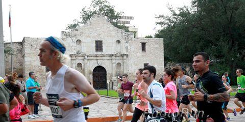 Runners pass the Alamo at the 2013 San Antonio Marathon
