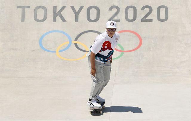 今回の東京オリンピックから正式種目となった、スケートボード。ノンバイナリーを公表している、アメリカ代表のアラナ・スミス選手が7月26日に女子ストリートに出場。結果は惜しくも20位となったものの、試合中に見せた笑顔とsnsで発信したパワフルなメッセージに注目が集まっている。