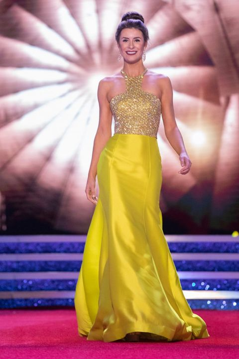 Fashion model, Dress, Clothing, Gown, Yellow, Fashion, Red carpet, Formal wear, Haute couture, Fashion show,
