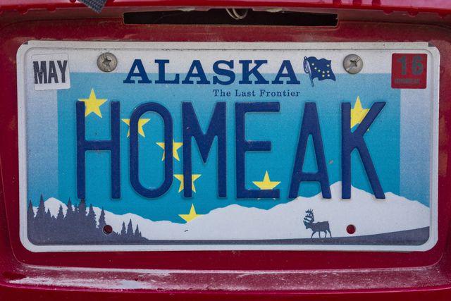 alaska vanity license plate says homeak, meaning home in alaska