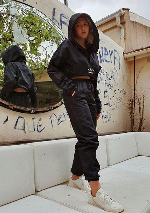 Black, Clothing, Street fashion, Fashion, Jacket, Outerwear, Footwear, Jeans, Leg, Design,