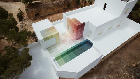 In Sicilia Alberonero trasforma lo spazio attraverso il colore