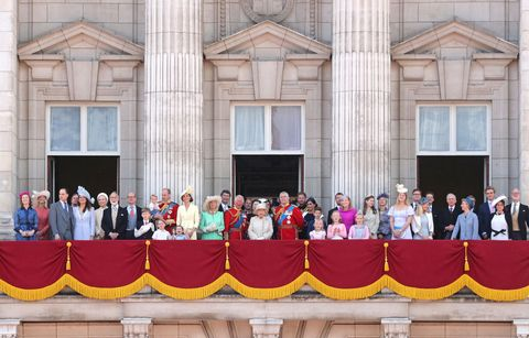 Which Members of the Royal Family Were on the Buckingham