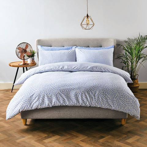 aldi is selling a cooling bedding range   aldi offers