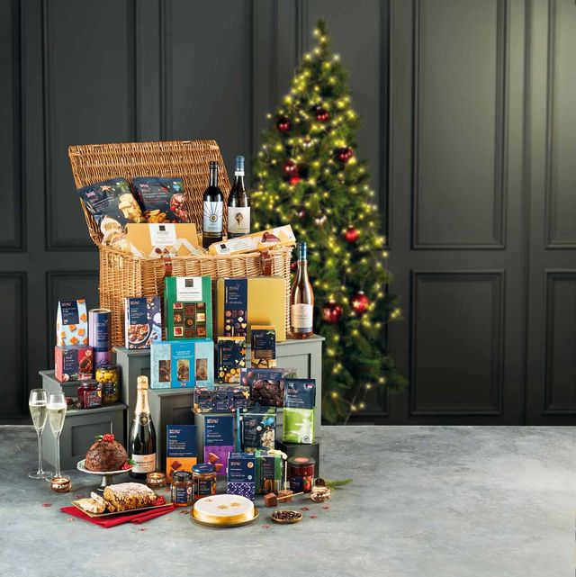 aldi launches christmas hampers for 2021