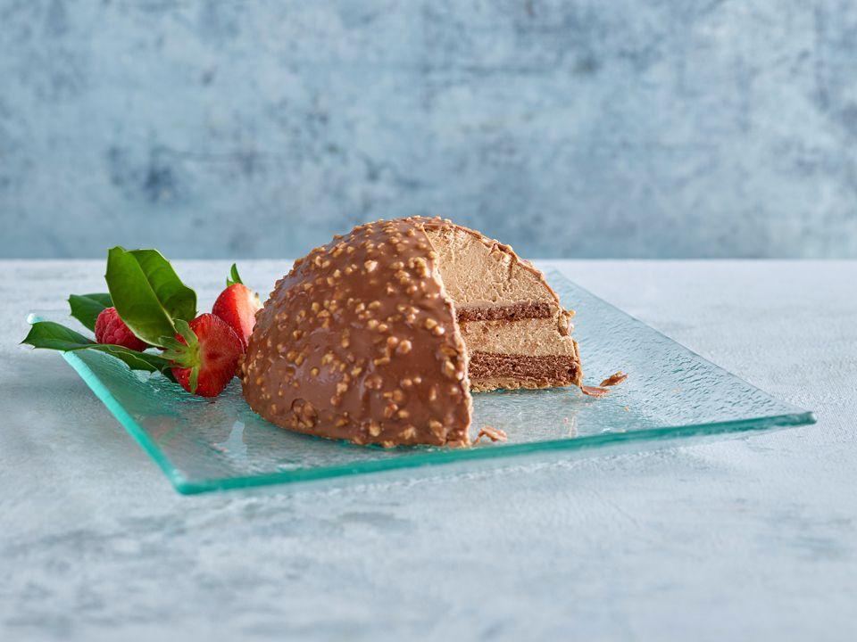 Aldi Uk Is Selling A Giant Ferrero Rocher Inspired Cake For The Holidays