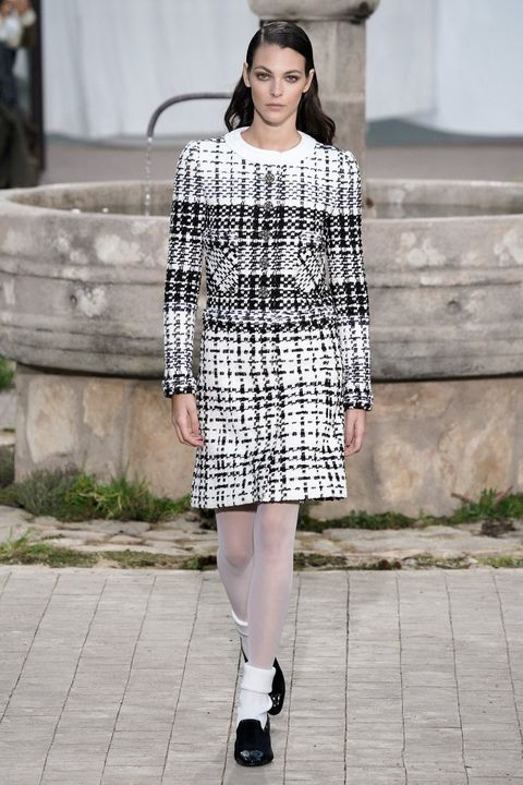 Fashion model, Fashion, Clothing, Street fashion, Photograph, Plaid, Fashion show, Tartan, Pattern, Snapshot,