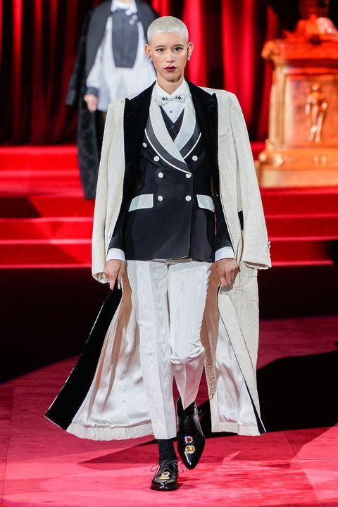 Fashion, Fashion model, Formal wear, Runway, Haute couture, Suit, Fashion show, Event, Carpet, Red carpet,
