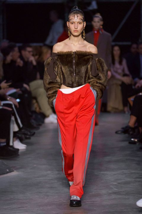 Fashion model, Fashion, Runway, Fashion show, Clothing, Haute couture, Fashion design, Shoulder, Event, Model,