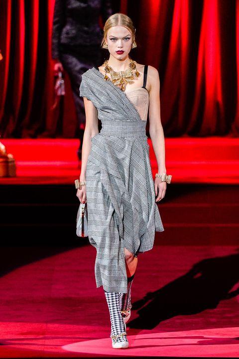 Fashion model, Fashion, Fashion show, Clothing, Runway, Fashion design, Haute couture, Event, Dress, Public event,