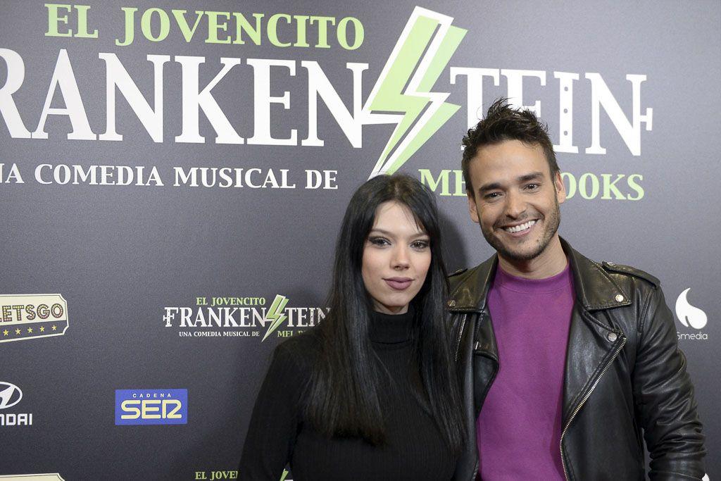 Alejandra Rubio va a un musical antes de la operación de su madre