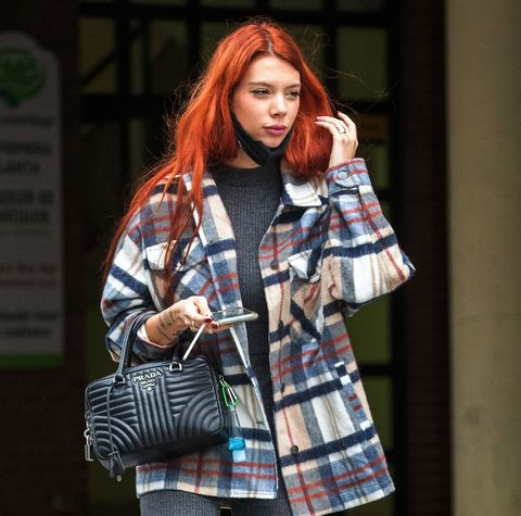 alejandra rubio pasea por las calles de madrid con un bolso de prada