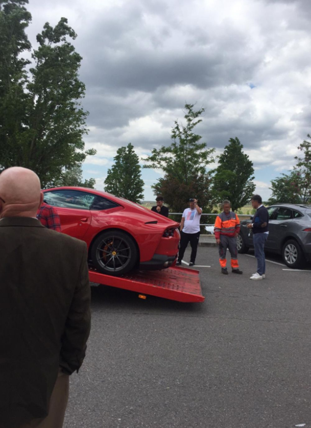 EXCLUSIVA Alejandro Albalá se compra un Ferrari 812 Superfast valorado en más de 100.000-Albalá se gasta más de 100.000 euros en un coche