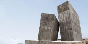 La casa primitiva de cemento de alejandro aravena esconde interiores de lujo