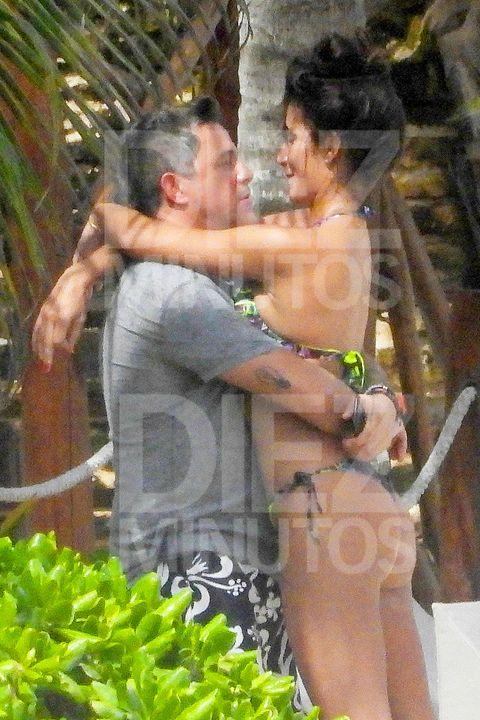 Alejandro Sanz con su novia Rachel Valdés