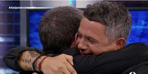 Pablo Motos y Alejandro Sanz abrazo El Hormiguero