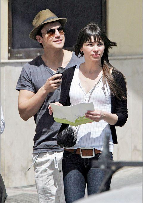 El actor Álex González vuelve a estar enamorado de una joven estudiante llamada Gabriela. A continuación repasamos sus otras conquista.