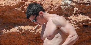 Álex González, de vacaciones en Ibiza