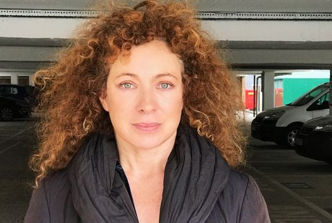 Alex Kingston 2019 Hellbraun Haar & Alternative Haarstil.