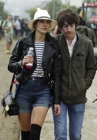 Clothing, Leg, Trousers, Hat, Denim, Jacket, Jeans, Textile, Outerwear, Mammal,