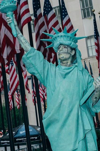 Lady Liberty greets guests at the #Collection1 2020 runway show