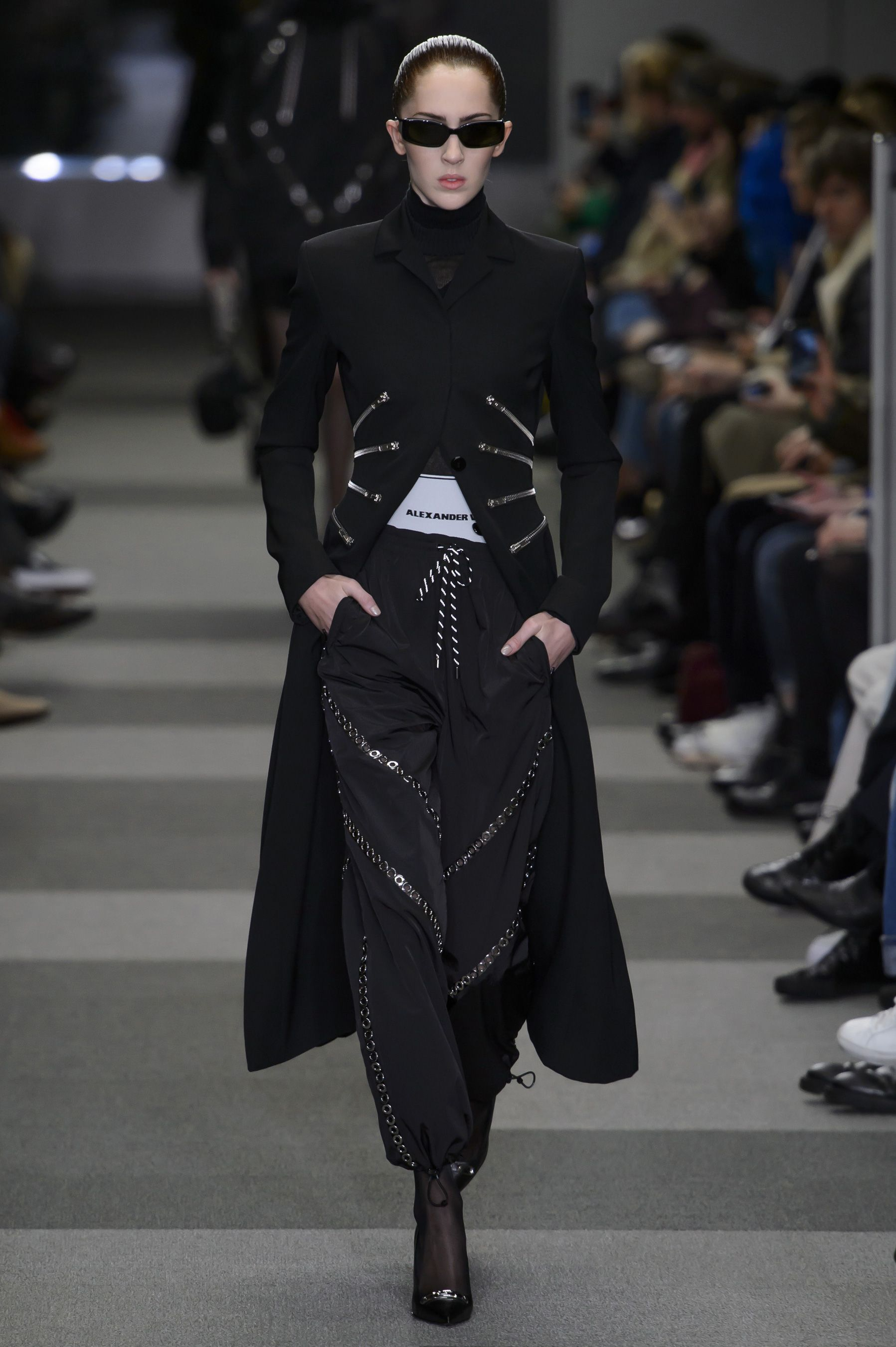 4db1af952bdbc 43 Looks From Alexander Wang Fall 2018 NYFW Show – Alexander Wang Runway at  New York Fashion Week