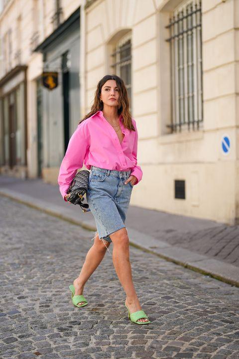 alexandra pereira draagt een cut off short met een oversized blouse
