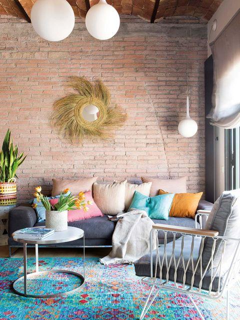 Lounge cu zid de cărămidă văzut