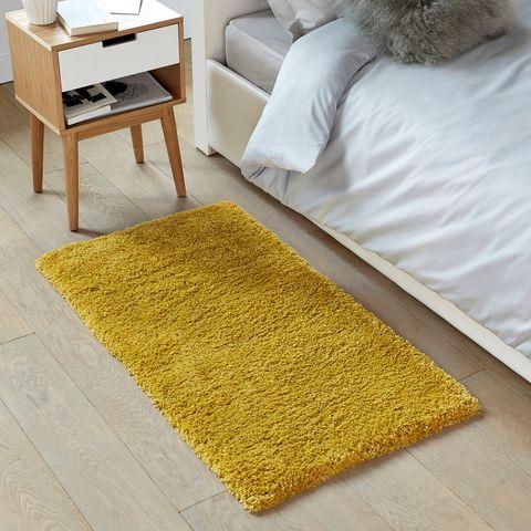 Alfombra amarilla para dormitorio