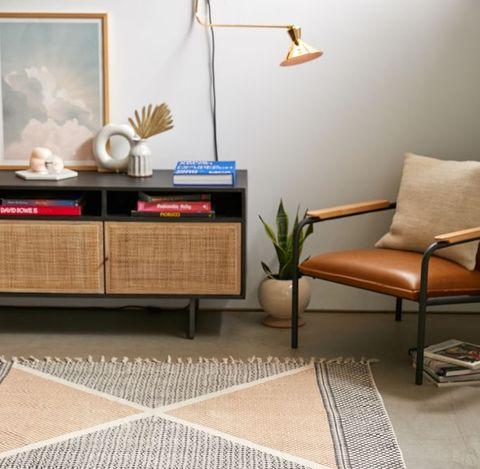 alfombra con estampado de zig zag en tonos crema