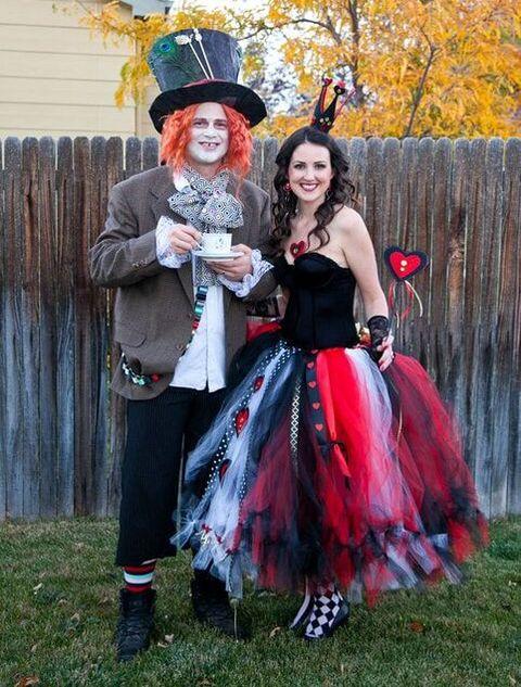 20 Diy Alice In Wonderland Costume Ideas Best Alice In Wonderland Halloween Costumes