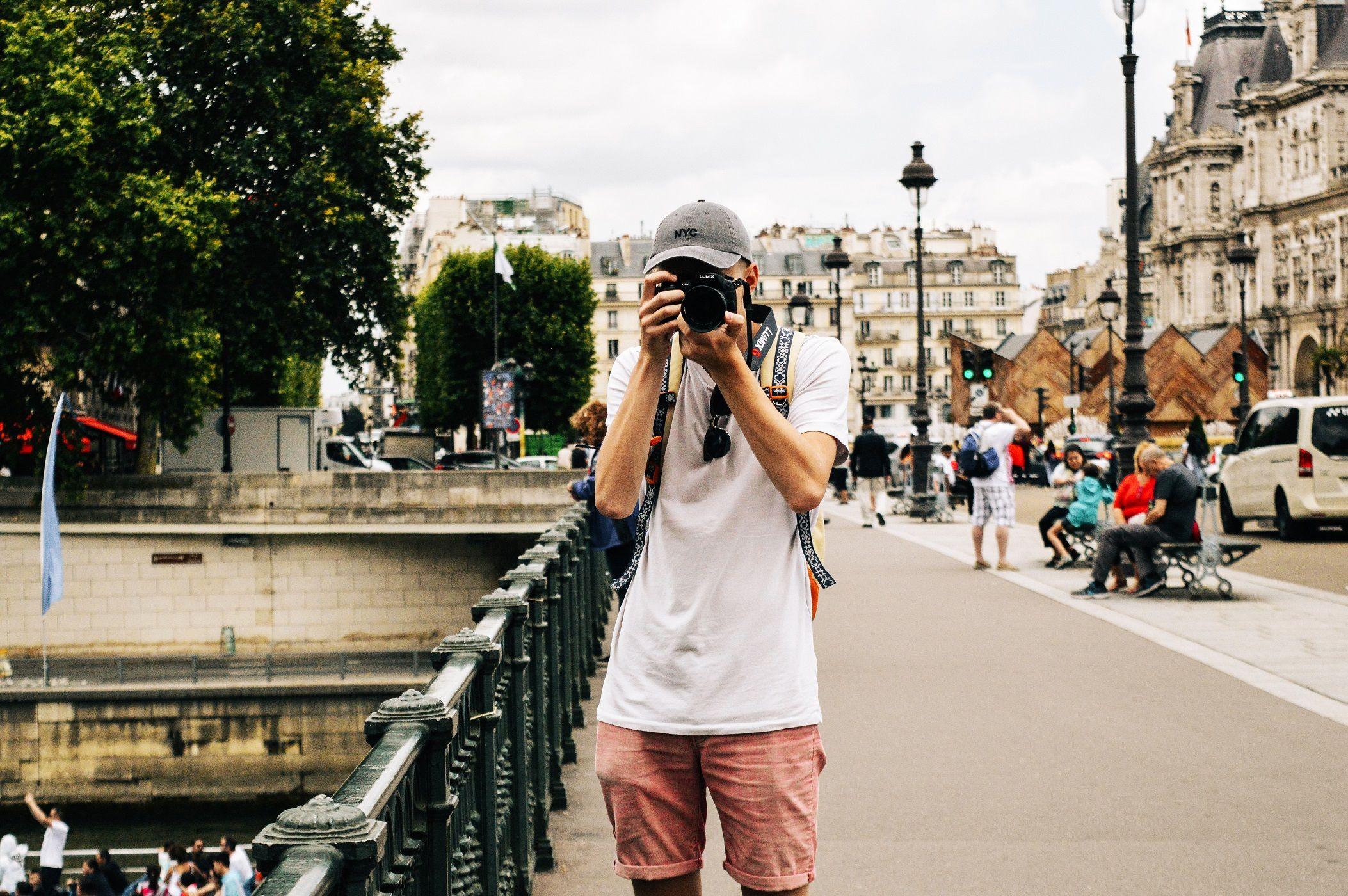 Visitare la tua città come se fossi un turista ti renderà felice come una vacanza vera, secondo uno studio