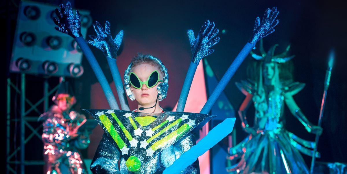 17 Diy Alien Costume Ideas Alien Halloween Costumes For