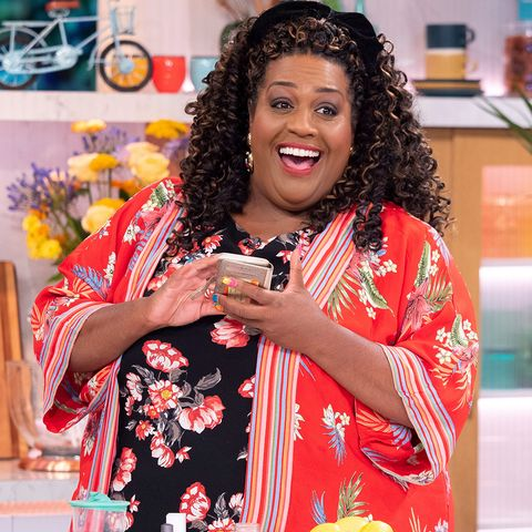 Alison Hammond shares ingenious wine bottle selfie hack on ...